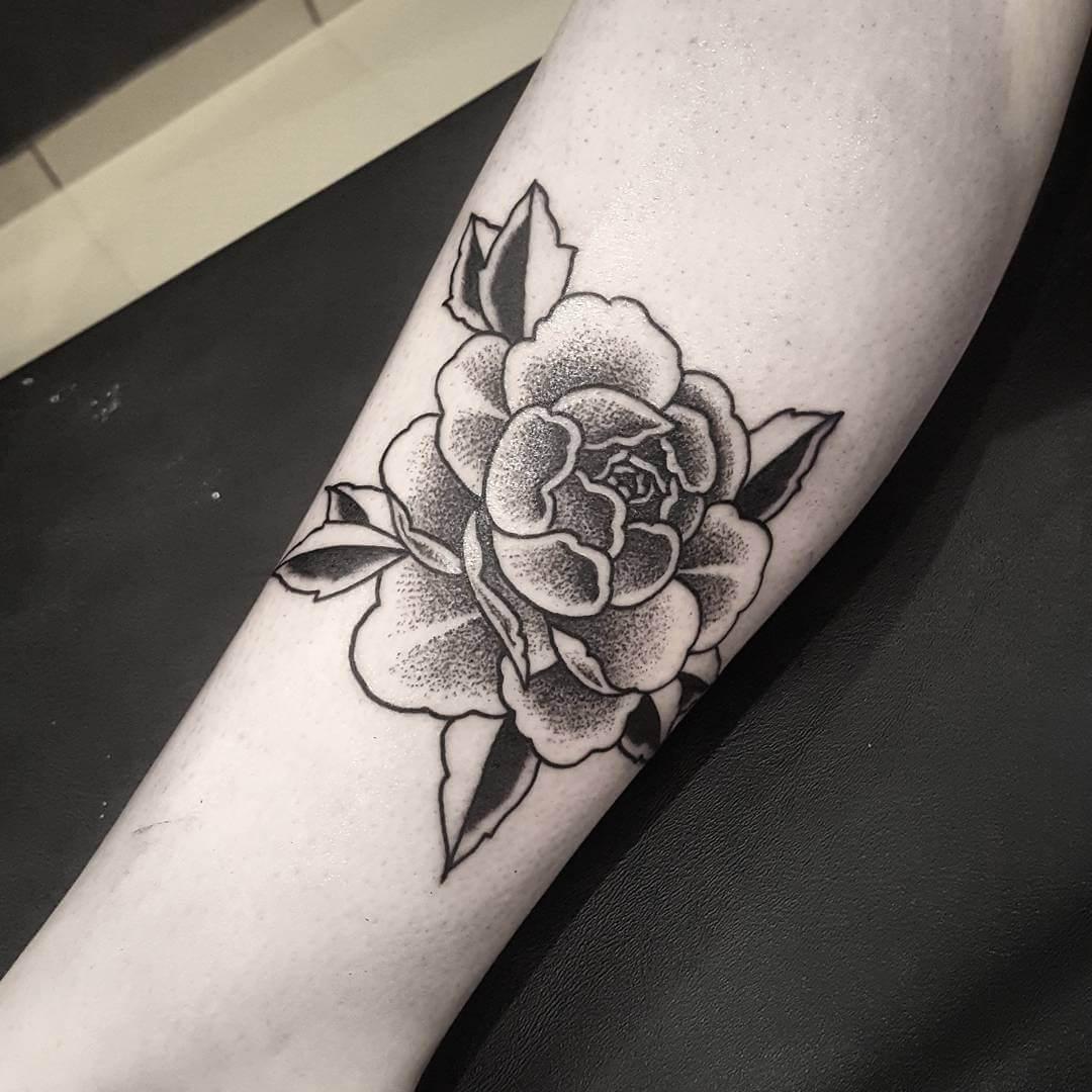 тату чёрная роза