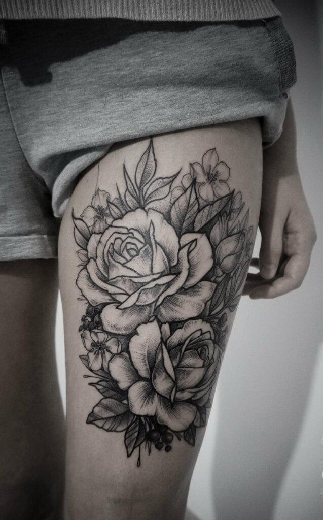 тату на ноге чёрная роза
