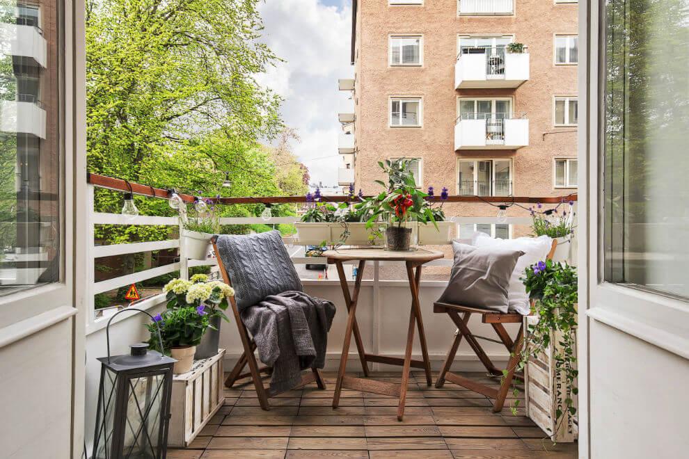 Даже в миниатюрные по площади балконы и лоджии домов типовой.
