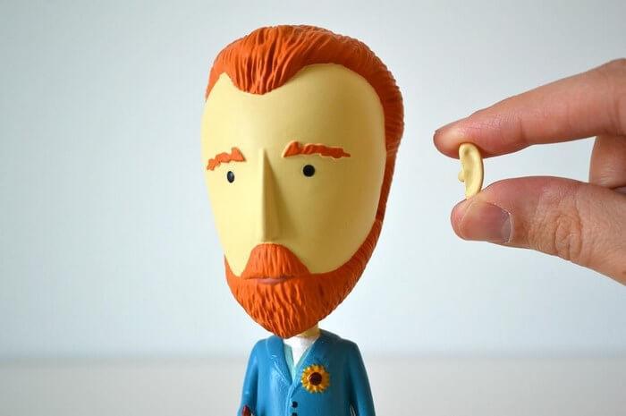 Фигурка Ван Гога со съемным ухом