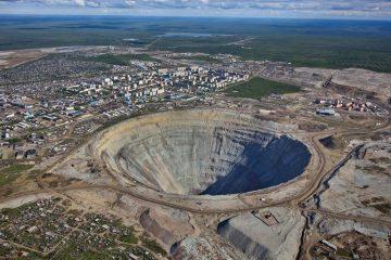 Алмазная шахта в Мирном